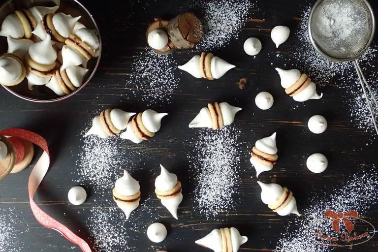 Linecké koláčiky s čiapočkou z bielkovej peny