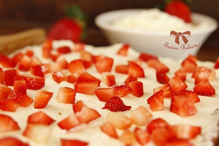 Jednoduchá roláda s jahodami