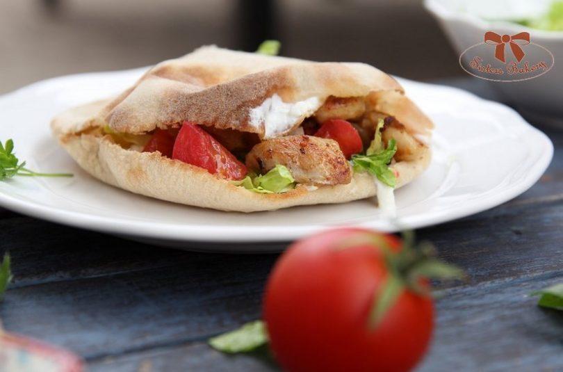 Kváskový pita chlieb na letnú grilovačku