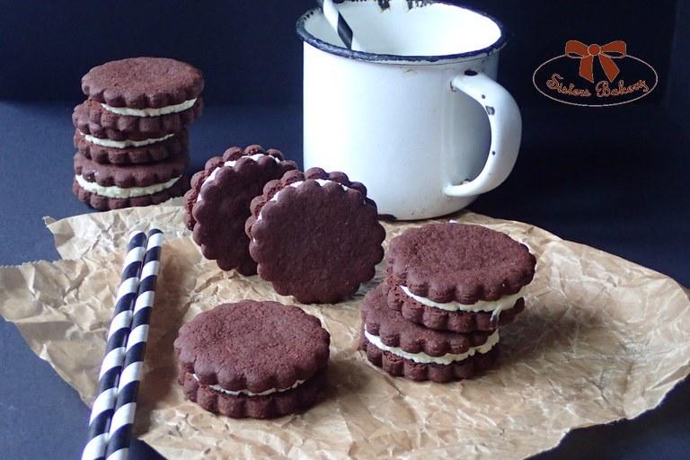 Kakaové Oreo keksíky so smotanovou plnkou