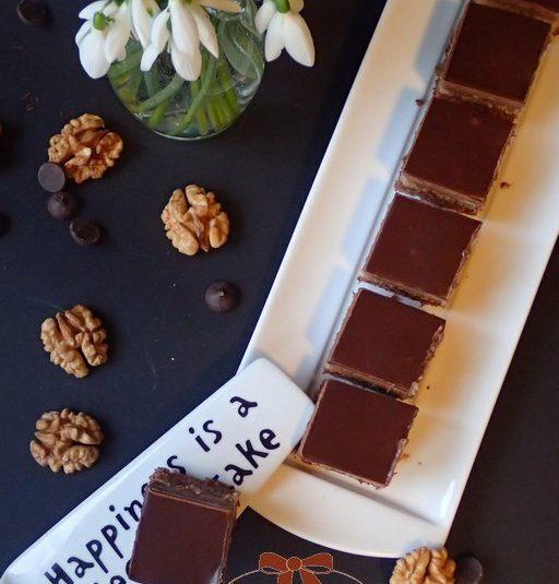 Opitý Izidor – orechovo rumový zákusok s čokoládou