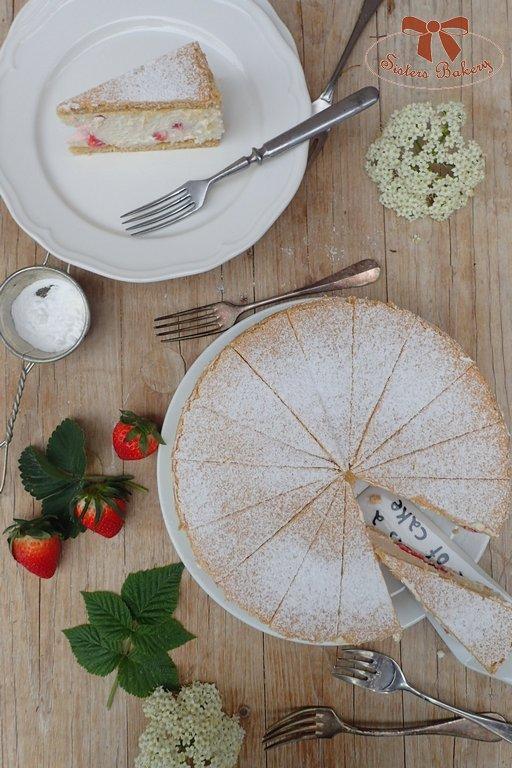 Jahodový koláč s tvarohovo-šľahačkovou plnkou