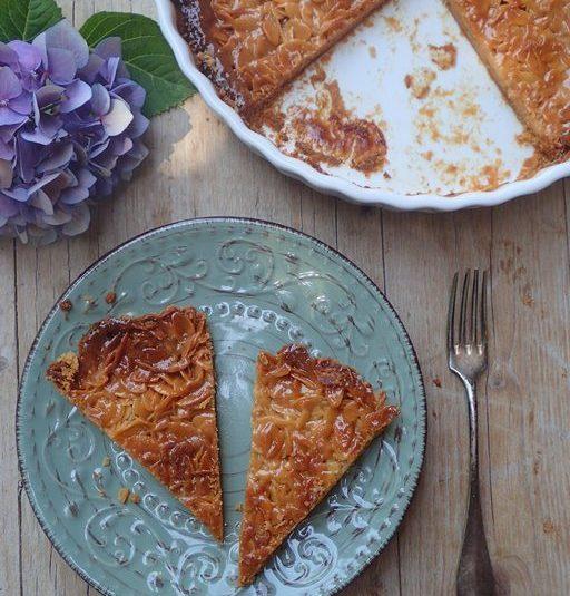 Karamelový koláč s mandľovými lupienkami