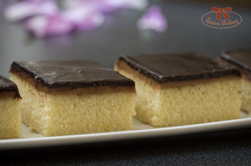 Jednoduchý koláč s arašídovým maslom a čokoládou