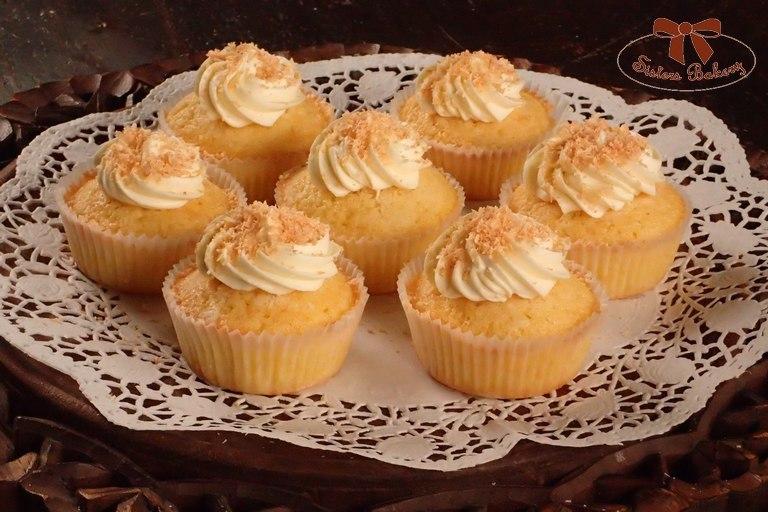 Kokosové muffiny s krémom z bielej čokolády