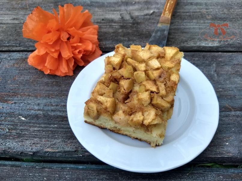 Kysnutý koláč s jablkami a škoricou