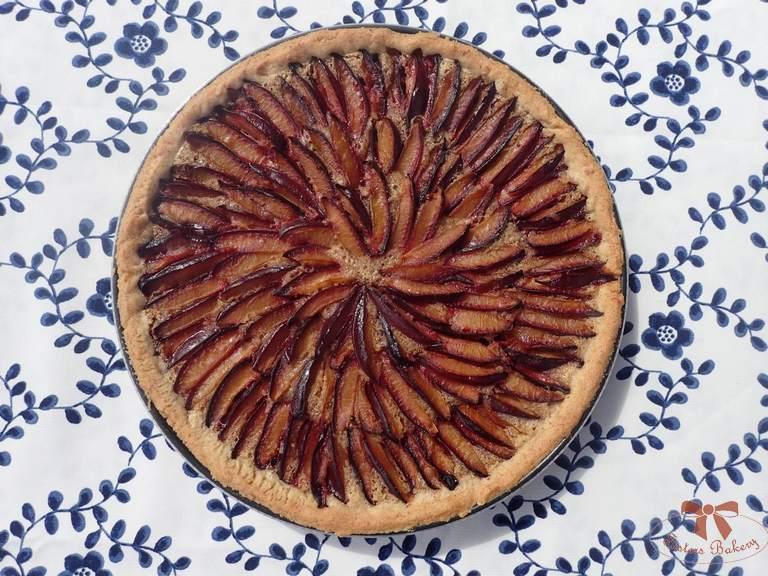 slivkový koláč s mandľovu plnkou