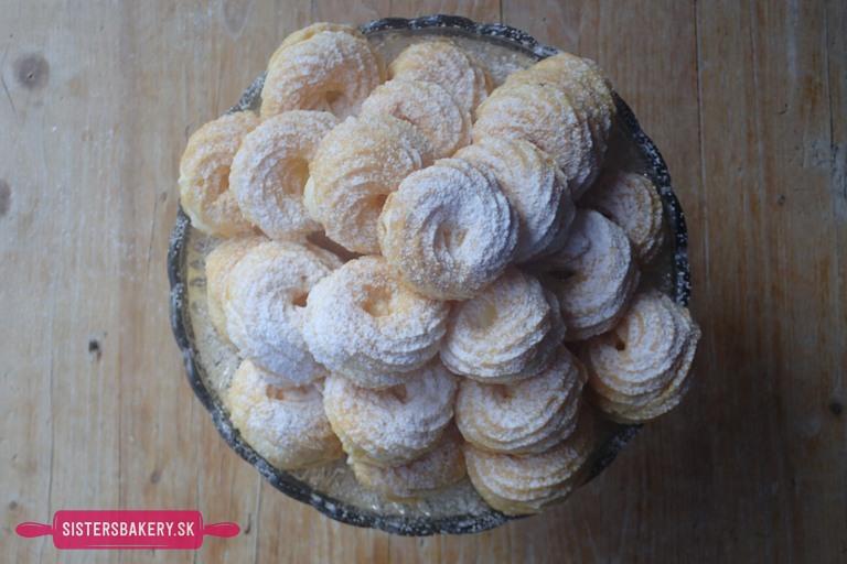 Vanilkové venčeky z odpaľovaného cesta