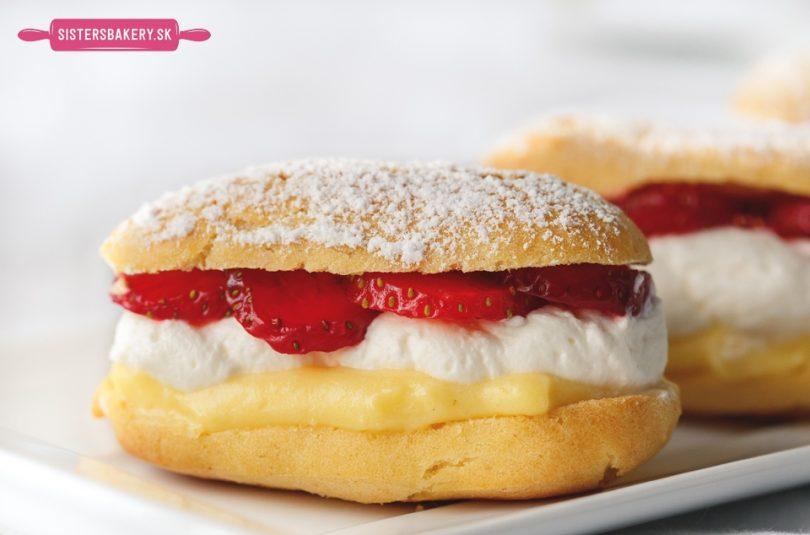 Éclairs jahodové koláčiky z odpaľovaného cesta