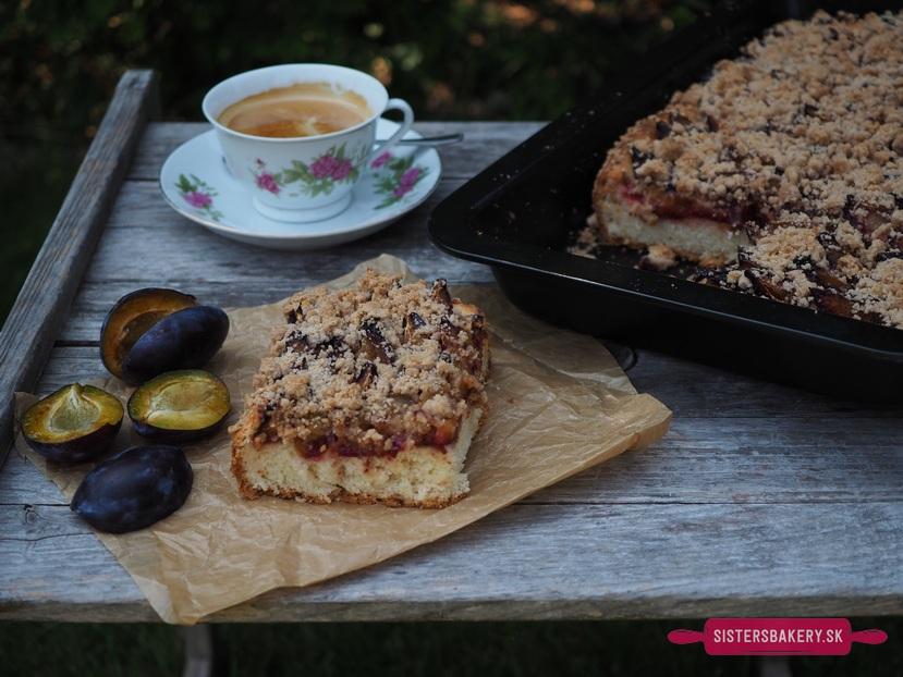 Slivkový koláč s mrveničkou