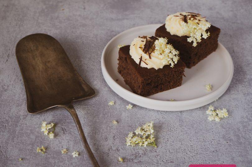🔒 Kakaový koláč s bazovým krémom