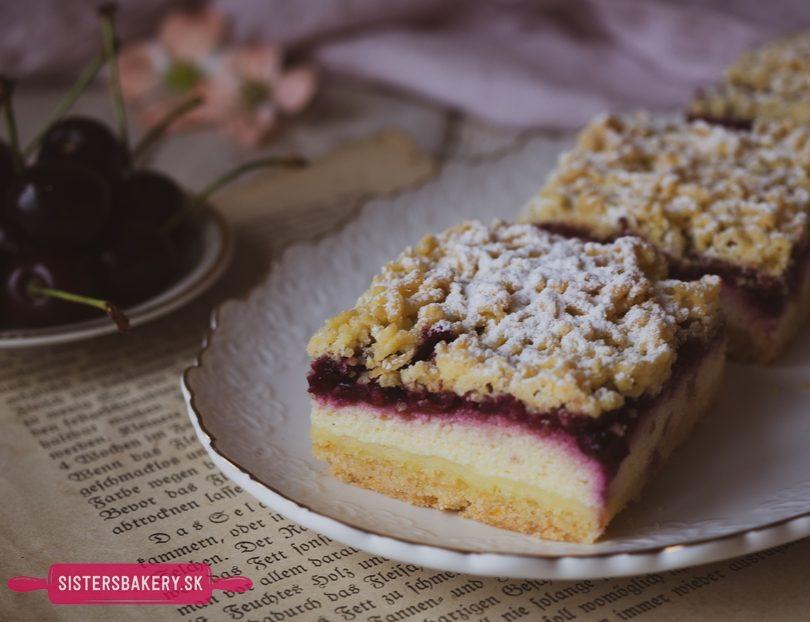 Strúhaný koláč s tvarohom a višňami