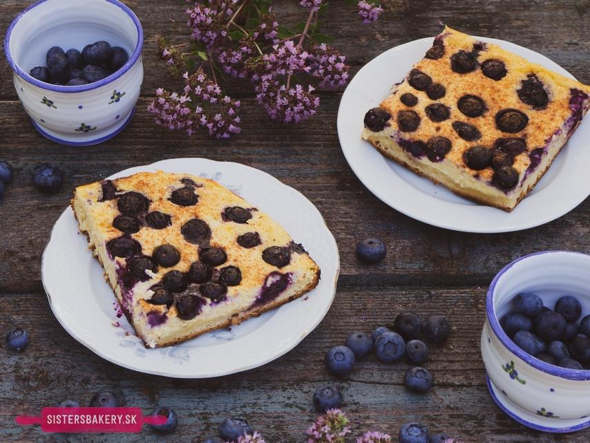 Kysnutý tvarohový koláč s čučoriedkami