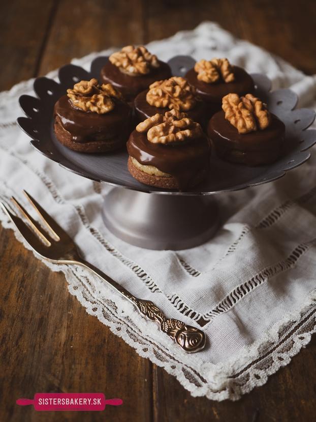Čokoládové linecké koláčiky s orechami