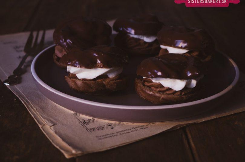 Trojito čokoládové venčeky so šľahačkou