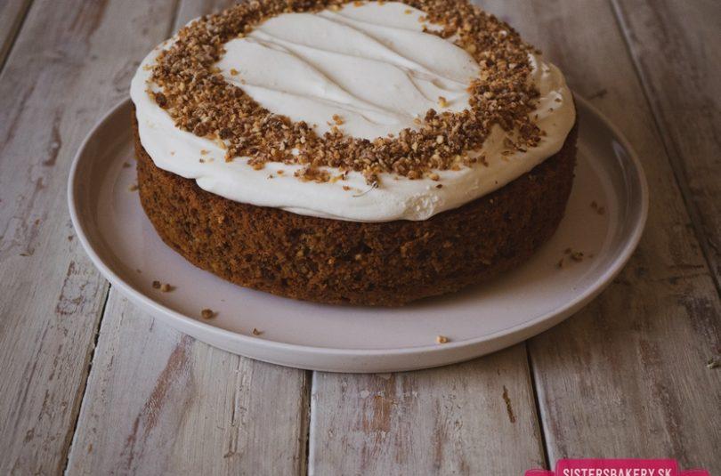 Mrkvová torta s lieskovcami a jogurtovým krémom