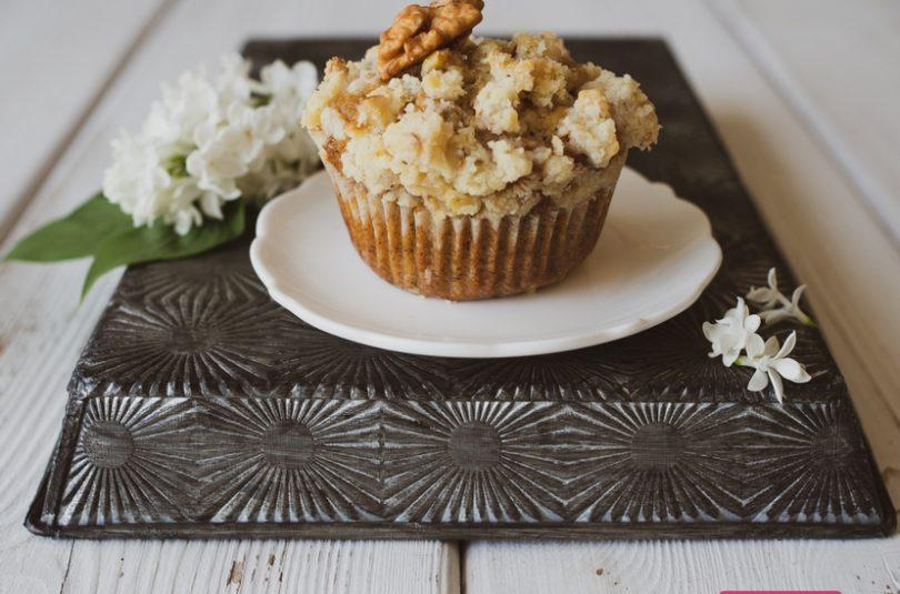 Banánové muffiny a koláč s posýpkou z vlašských orechov