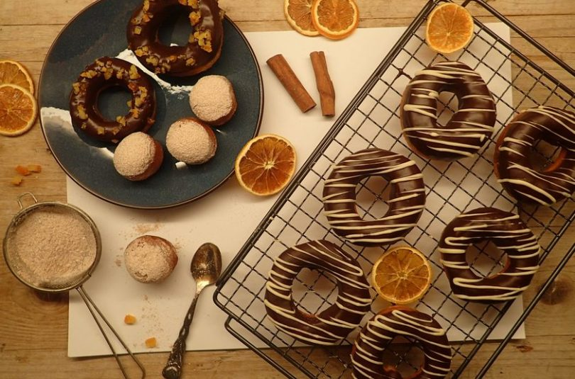 Šišky donuts s čokoládovou polevou aj v kváskovej verzii