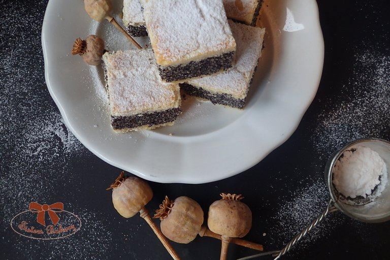 Makový koláč s bohatou plnkou – makový plnený koláč