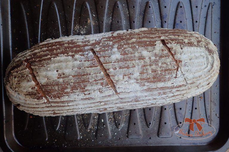 Kváskový chlieb zražnej múky sľanovými semiačkami