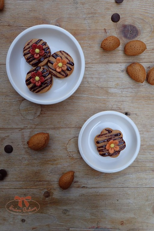 Chrumkavé keksíky s marcipánom a čokoládou