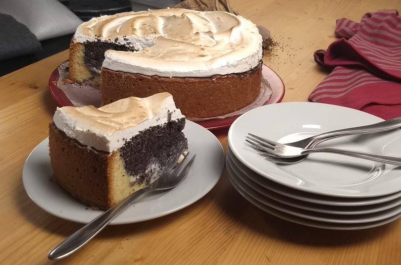 Slávnostný makový koláč s bielkovou penou