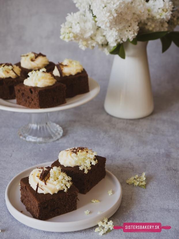 kakaový koláč s bazovým krémom