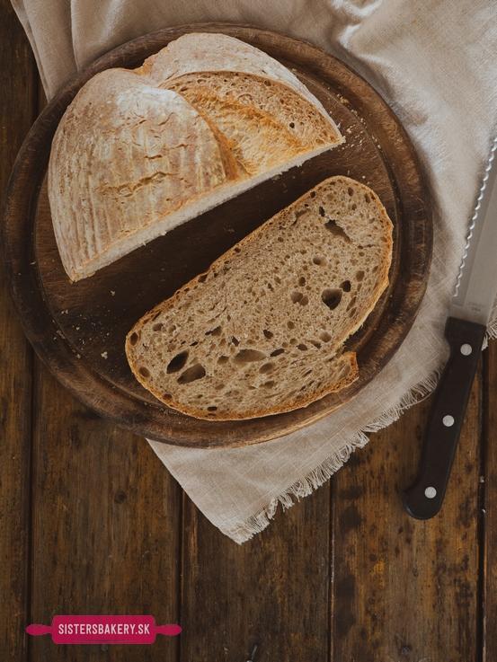 Kváskový cmarový chlieb