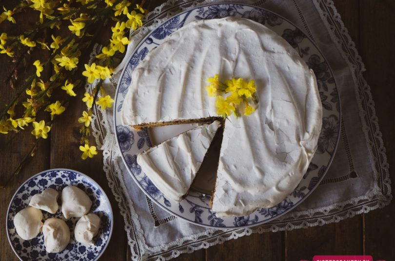 Veľkonočná torta s kúskami čokolády