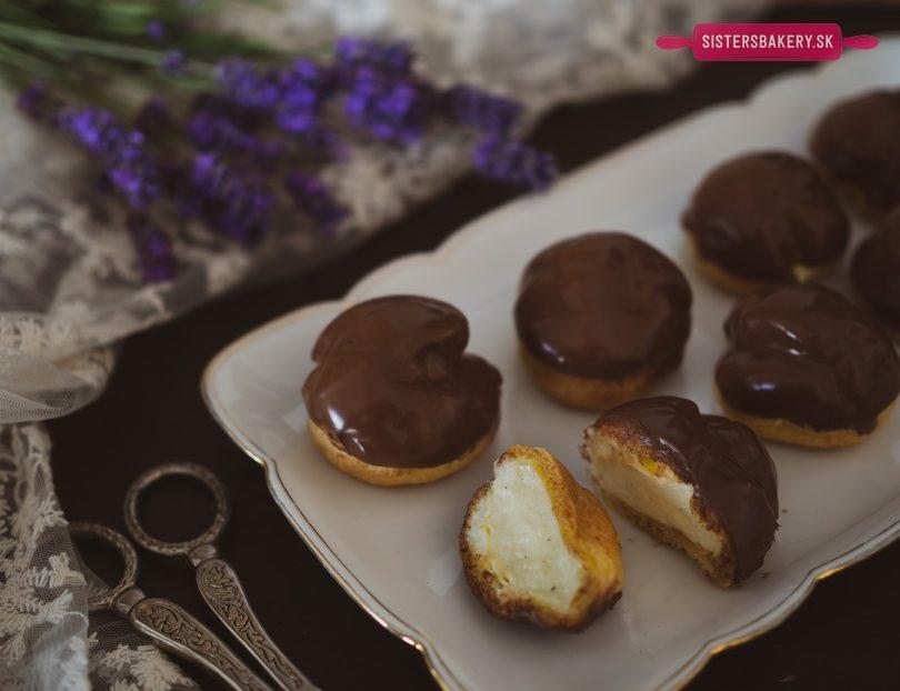 Profiterolky s vanilkovým krémom a s čokoládou